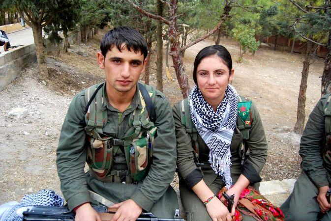 Kurdish_YPG_Fighters_(15318975992)